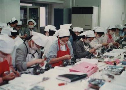 歯科衛生士専門学校 中央赤いエプロン