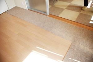 滑りにくい特殊な床材